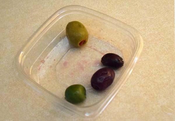 Можно ли есть котам оливки